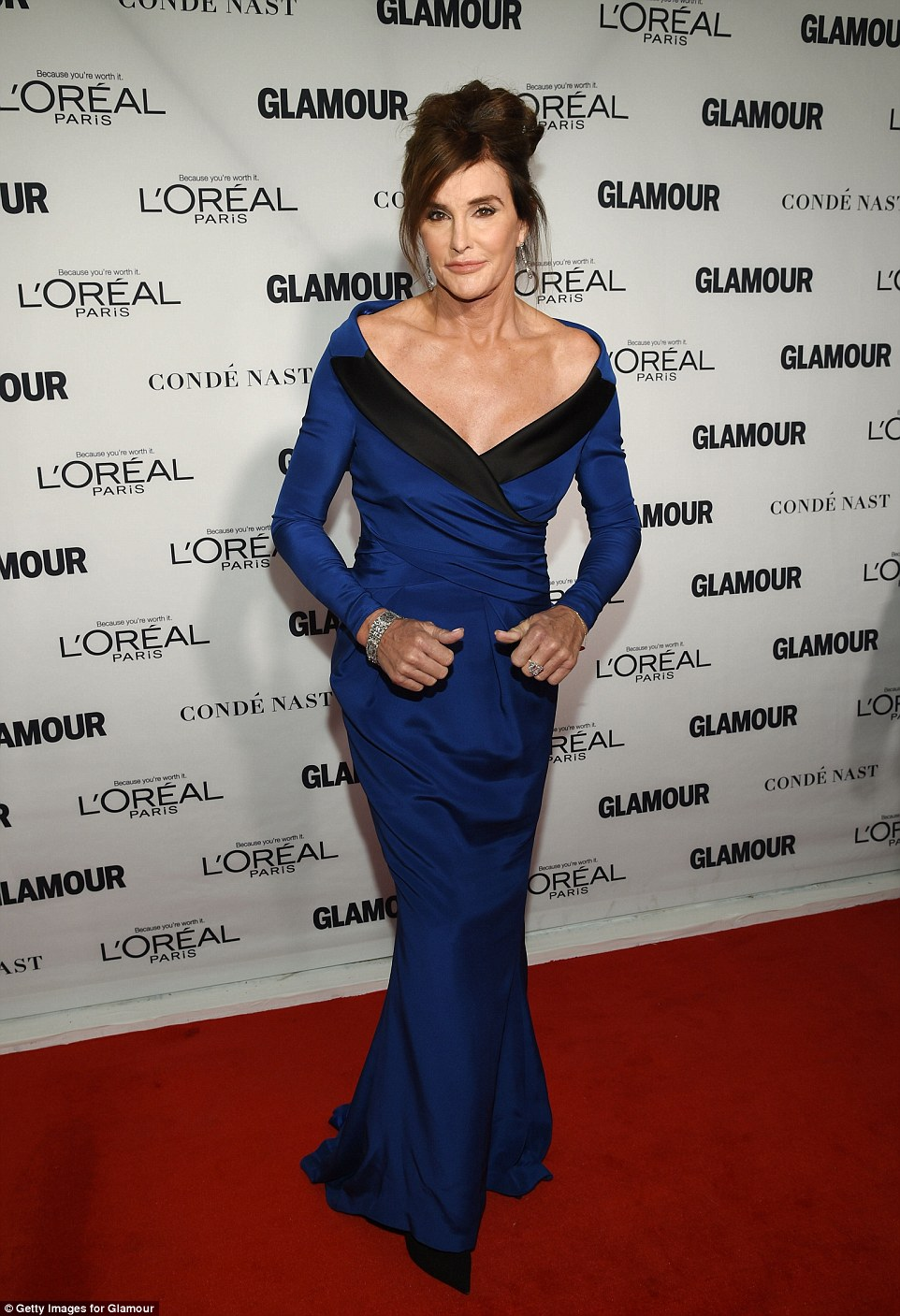 2E48B46900000578-3311219-Stunning_Caitlyn_Jenner_wowed_the_crowd_in_her_high_octane_look_-a-104_1447140243898