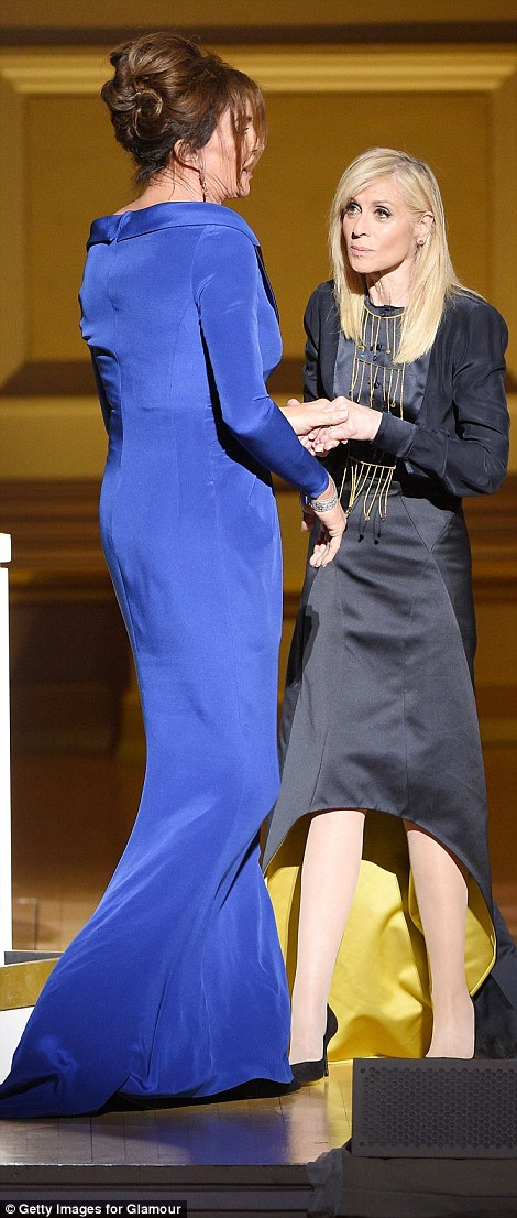 2E491AB800000578-3311219-Accolade_Given_her_award_by_actress_Judith_Light_the_pair_embrac-a-26_1447140243756