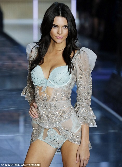 2E5231E700000578-3312676-Picture_perfect_Under_the_tutelage_of_big_sisters_Kim_Kourtney_a-a-146_1447209245941