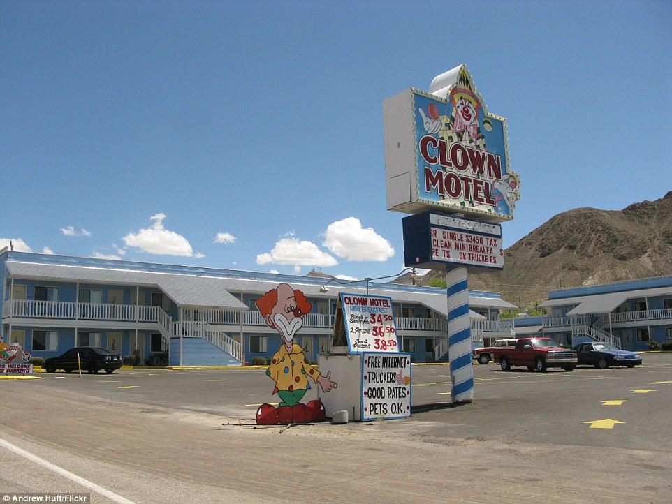 8-clown-hotel