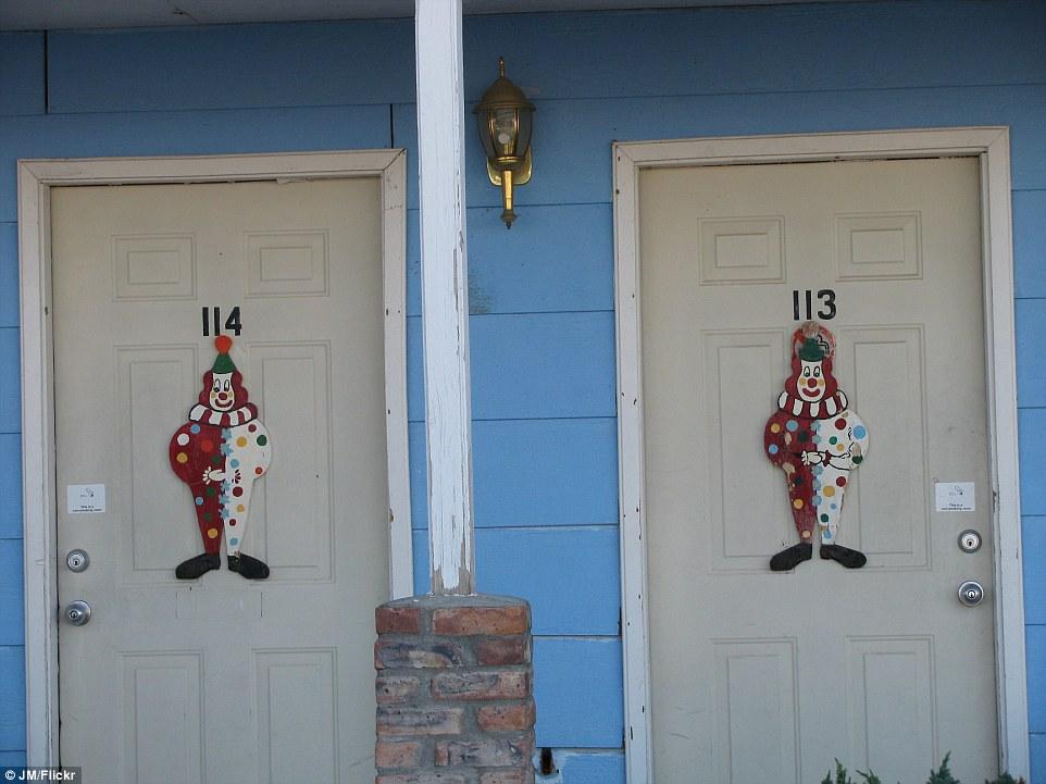 3- clown-hotel