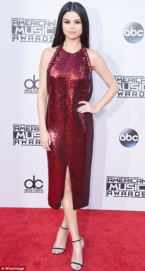 2EB5605200000578-3329712-Red_hot_Selena_Gomez_shimmered_in_a_ruby_frock_as_she_arrived_at-a-48_1448267701868