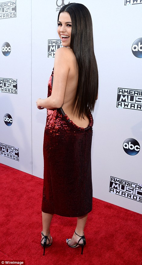 2EB5653600000578-3329712-Red_hot_Selena_Gomez_shimmered_in_a_ruby_frock_as_she_arrived_at-m-47_1448267689168