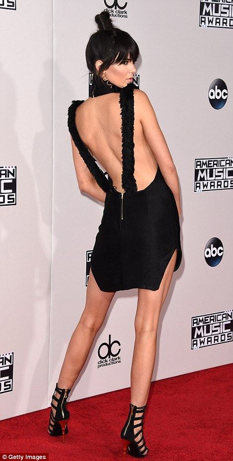 2EB5F48800000578-3329712-Bringing_sexy_back_Kendall_Jenner_put_her_flawless_frame_on_disp-m-62_1448268619552