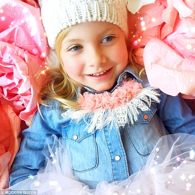 2EC552F600000578-3332505-Tucked_in_Younger_sister_Hattie_sports_one_of_the_brand_s_fringe-a-3_1448399015534