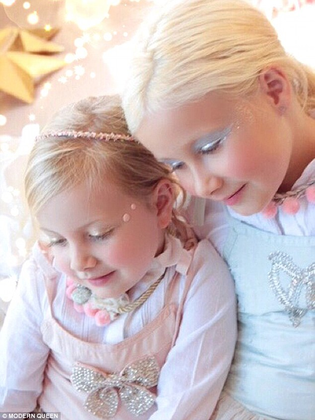 2EC552FB00000578-3332505-Mini_models_Tori_Spelling_s_daughters_Hattie_left_four_and_Stell-a-1_1448399000339 (1)