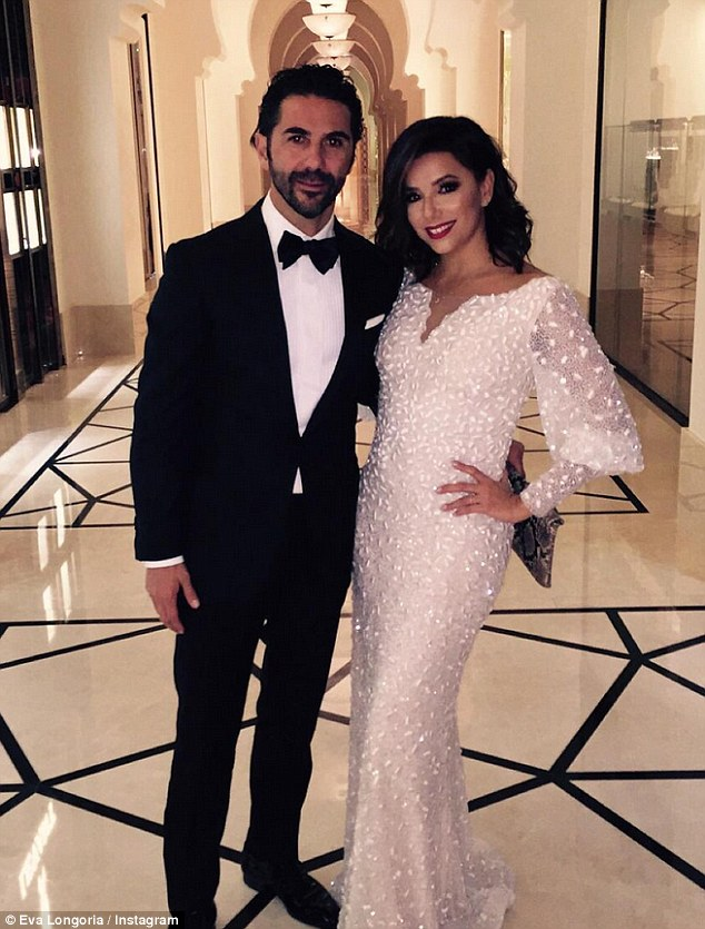 2F56FA4A00000578-3358315-The_couple_were_in_Dubai_to_attend_the_Global_Gift_Gala_at_the_D-m-26_1450025371307