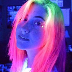 wjj4q-glow-hair-3.jpg