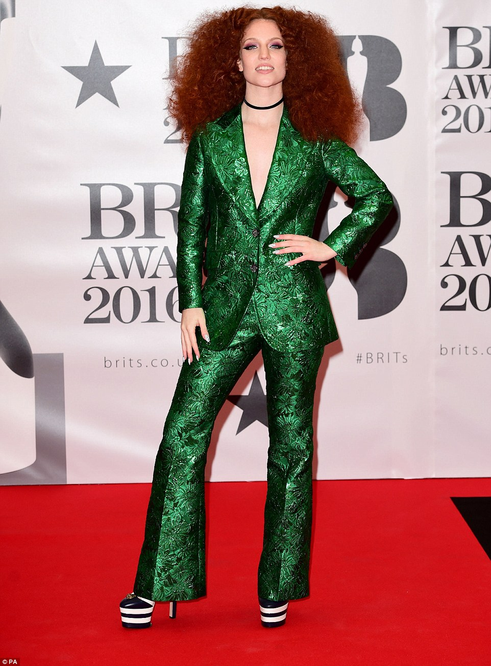 3184C38100000578-3462539-The_annual_music_awards_the_Brits_are_taking_place_this_evening_-m-15_1456341331599