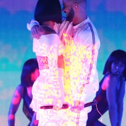 3186DCD300000578-3462873-Still_feeling_for_her_Drake_threw_his_arms_around_Rihanna_at_the-a-1_1456356116959