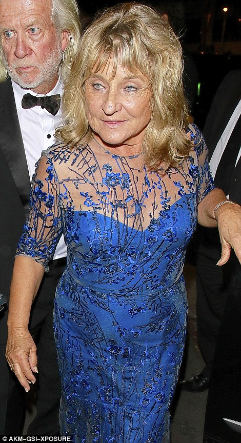 31B3A64000000578-3469570-Proud_mum_Irmelin_73_looked_sensational_in_a_bright_blue_dress_a-a-46_1456765592699