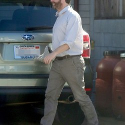 PAY-A-thin-Zach-Galifianakis-parks-up-in-Venice