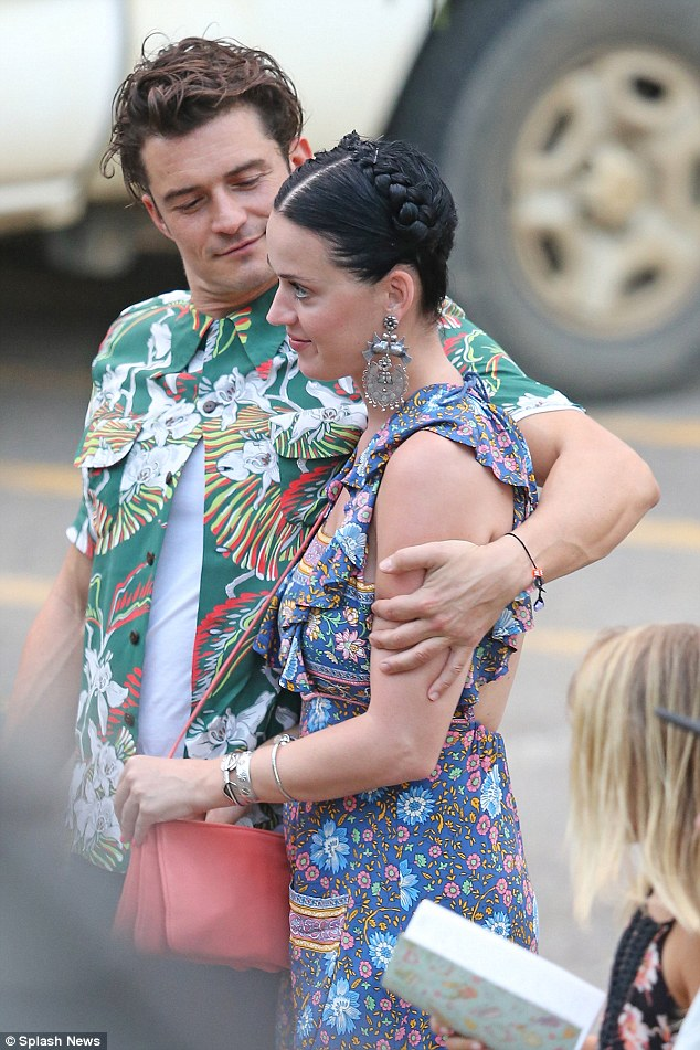 31C6CC8200000578-3472629-It_s_official_Katy_Perry_and_Orlando_Bloom_appear_to_have_confir-a-11_1456973602936