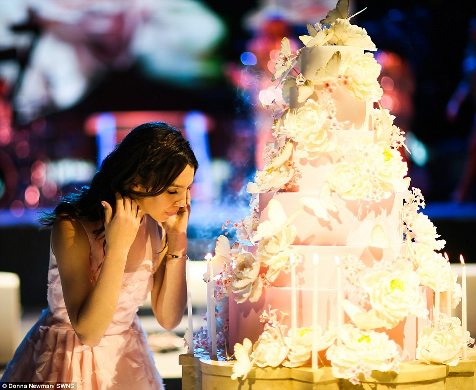 3207593D00000578-3483958-Spectacular_The_party_for_Maya_pictured_with_her_lavish_birthday-a-13_1457538440501