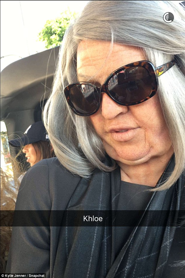 3258A97C00000578-3499620-Undercover_Khloe_wore_a_grey_wig_and_wrinkles_to_cause_chaos_on_-m-25_1458347969015