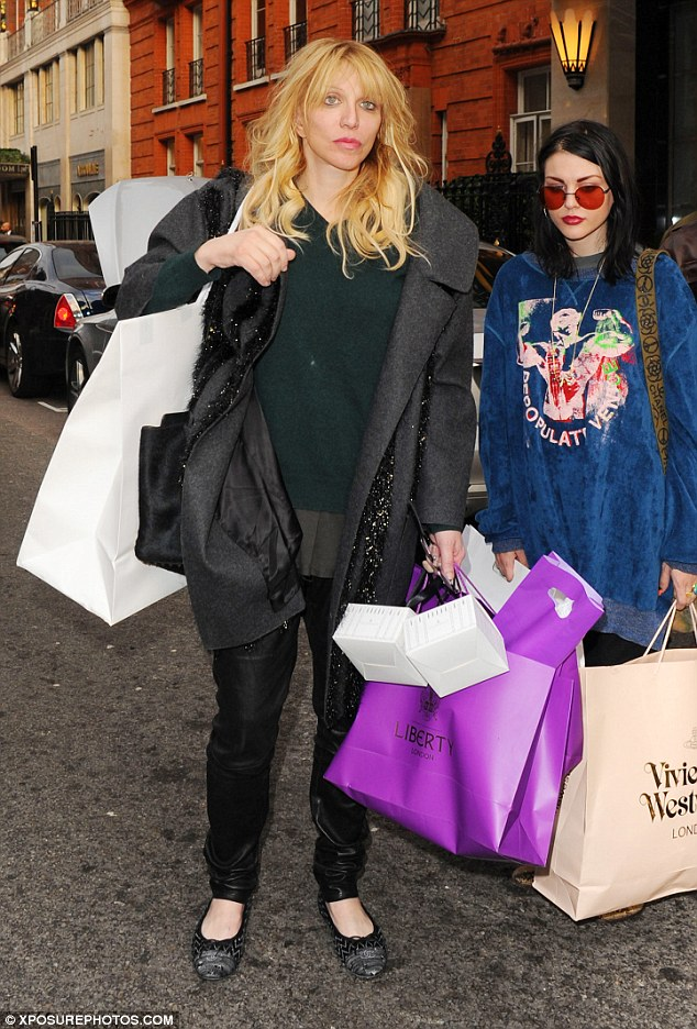 327A5FC400000578-3506891-Retail_therapy_Courtney_Love_and_daughter_Frances_Bean_Cobain_co-a-11_1458772909482