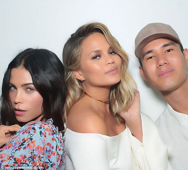 329463D500000578-3510839-Strike_a_pose_Jenna_Dewan_Tatum_and_Chrissy_Teigen_shared_a_snap-m-150_1459031573147
