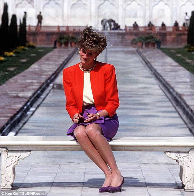 2177434700000578-3546463-The_symbol_of_her_loneliness_The_bench_Princess_Diana_was_sittin-a-17_1461006947282