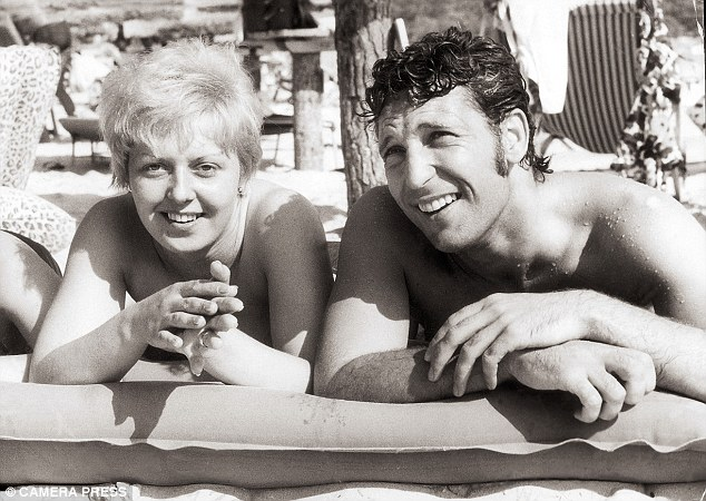 330EEB1700000578-3533719-The_couple_on_holiday_in_Majorca_in_1967-m-24_1460371551282
