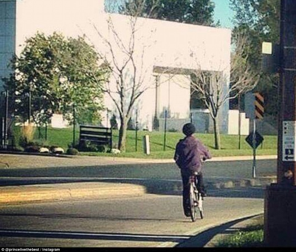 33681A4D00000578-3552300-Prince_was_seen_riding_a_bicycle_outside_his_estate_in_this_pict-a-85_1461260422074