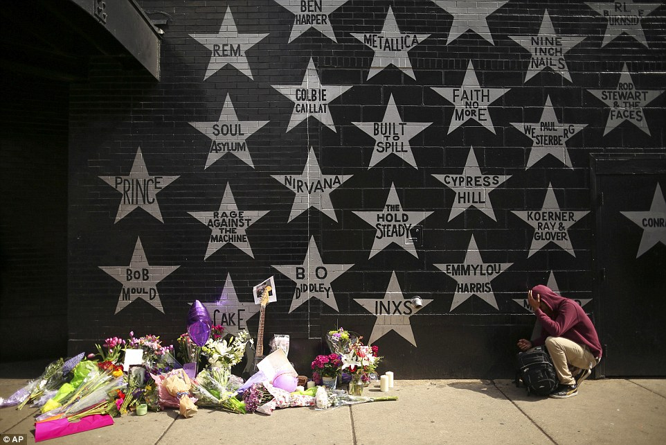336AB67400000578-3552300-Prince_is_one_of_many_music_legends_featured_in_a_silver_star_ou-a-130_1461304533520