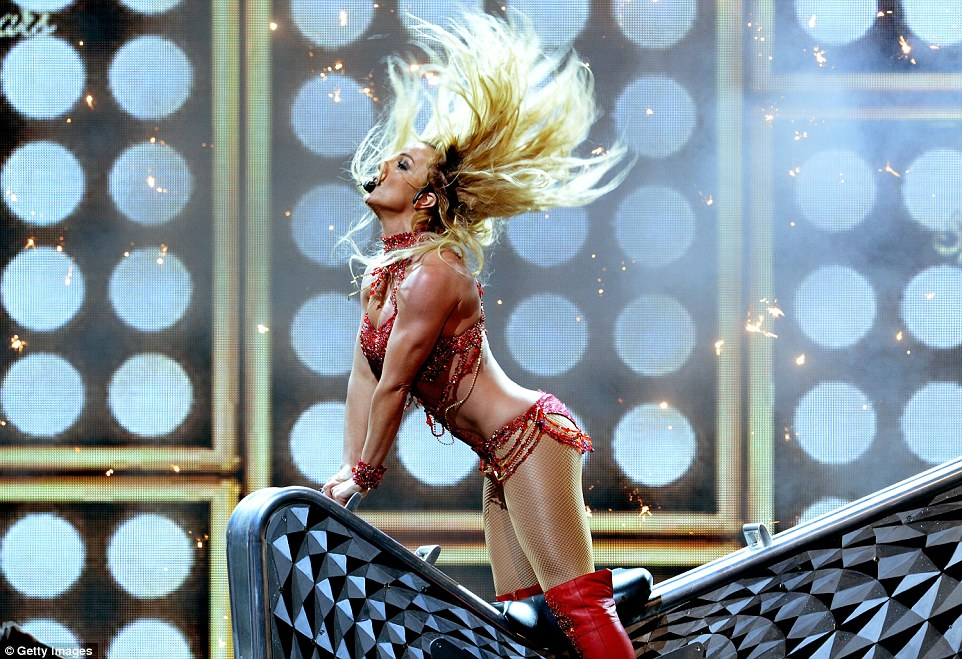 3482939700000578-3604063-It_s_Britney_Britney_Spears_got_the_Billboard_Music_Awards_off_t-a-21_1463989034154