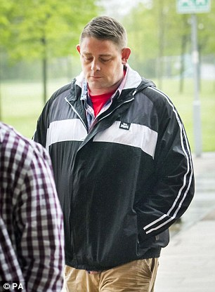 34B0AA3B00000578-3617748-Liam_s_father_Joseph_Johnson_pictured_last_week_was_in_tears_as_-m-123_1464695722816