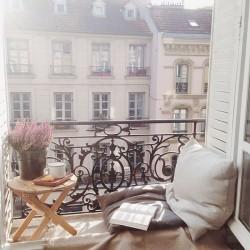 balcony-decorating-ideas-51-573d9eeb29a6d__700