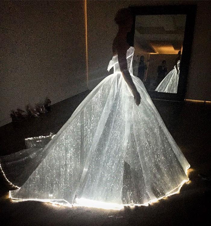 claire-danes-cinderella-glowing-dress-gown-met-gala-zac-posen-1