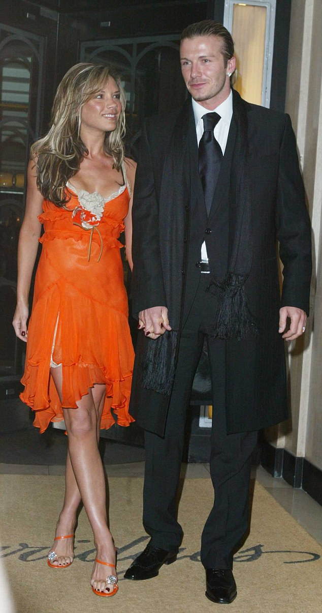 THE BECKHAMS AT CLARIDGES TO FRONT THE WORLDS MEDIA AFTER DAVID WAS ALLEGDED TO HAVE AN AFFAIR PIC GRAHAM JEPSON