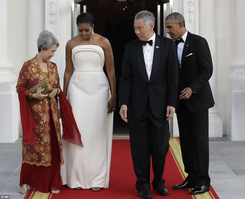 36D1768D00000578-3720584-The_black_tie_dinner_in_honor_of_Prime_Minister_Lee_Hsien_Loong_-a-33_1470187166307