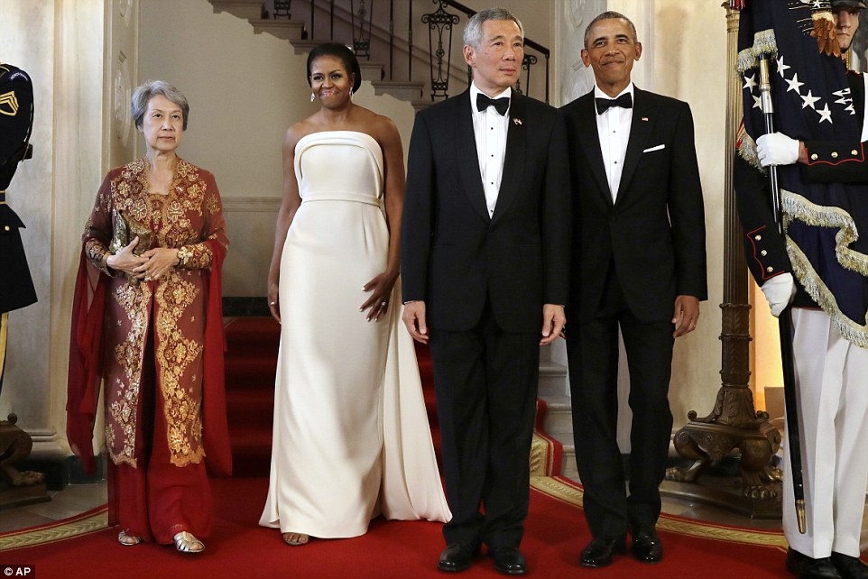 36D1C4D800000578-3720584-The_two_world_leaders_enter_the_White_House_with_their_wives_as_-a-37_1470187166315