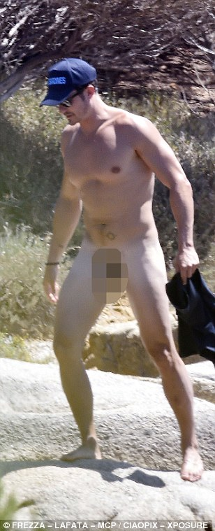 36E0C1CD00000578-3723973-Body_confident_The_Brit_actor_casually_whipped_off_his_shorts_bu-a-284_1470335904145