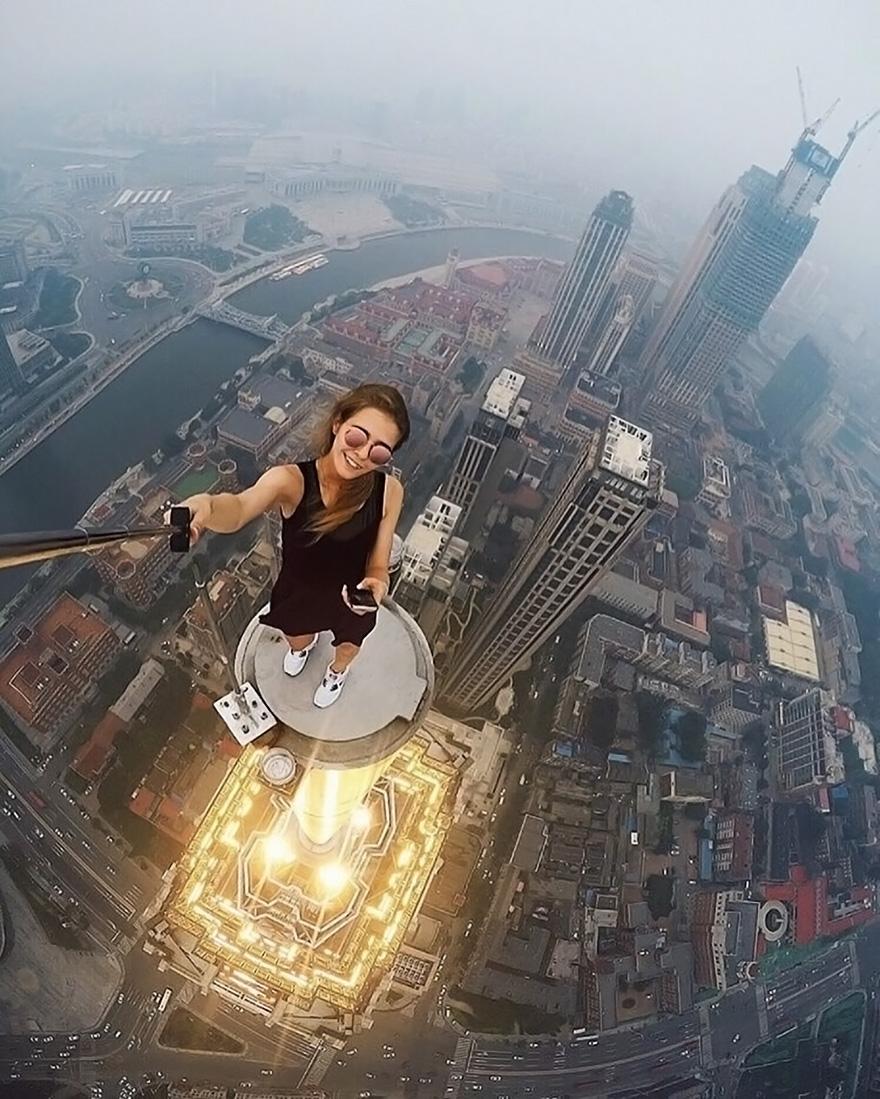 roof-climbing-girl-dangerous-selfies-angela-nikolau-russia-1