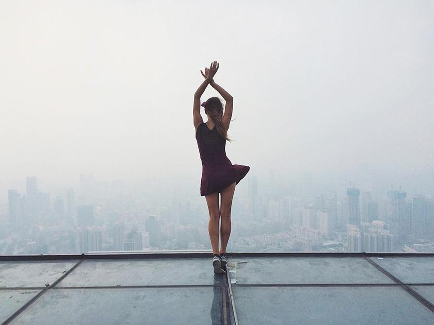 roof-climbing-girl-dangerous-selfies-angela-nikolau-russia-5