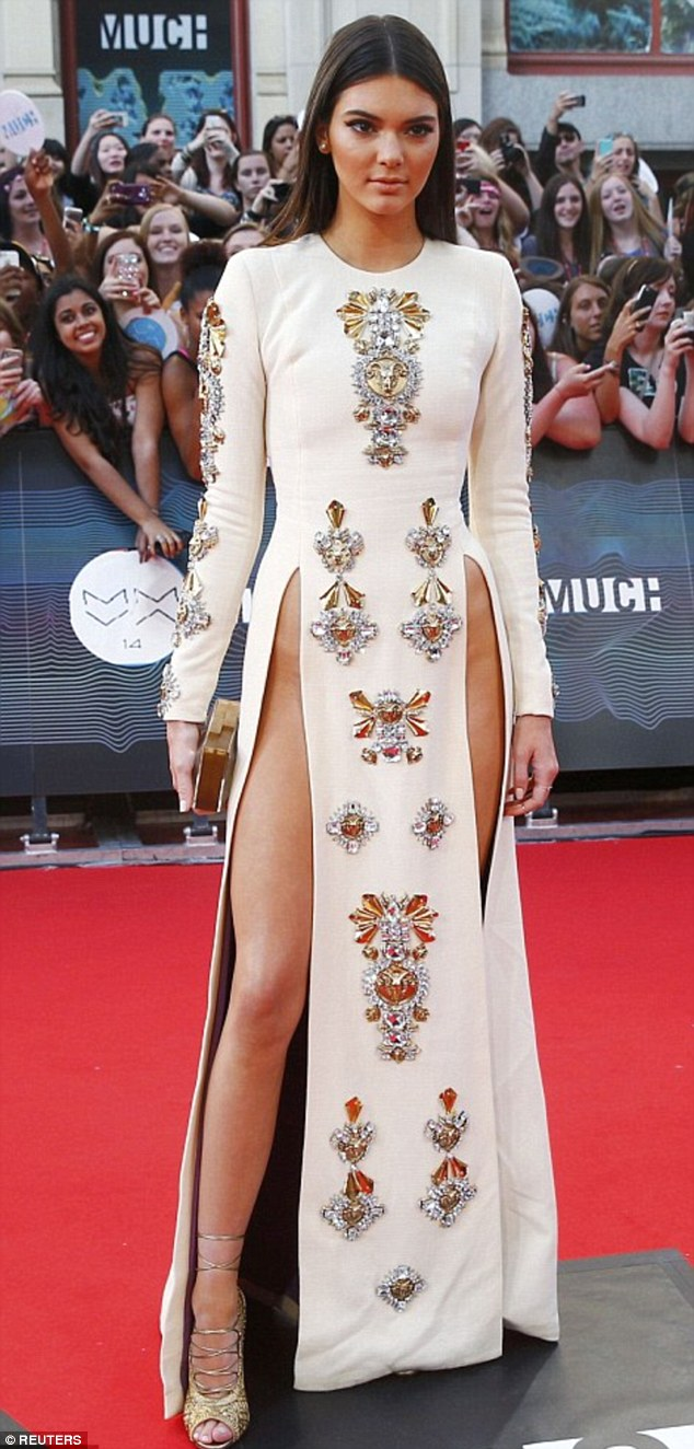 37ED883400000578-3774166-Kendall_Jenner_was_an_early_proponent_of_the_trend_wearing_a_dre-a-31_1473069378525