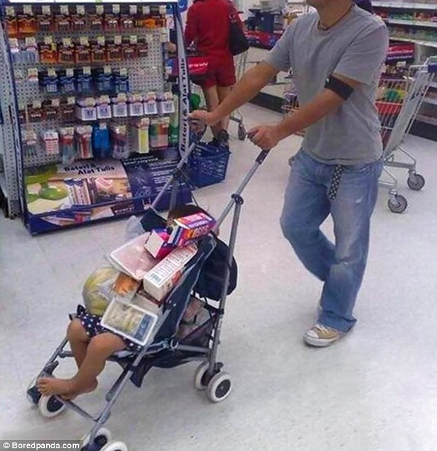 39180F4500000578-3822090-When_there_are_no_available_trolleys_in_the_supermarket_just_use-a-5_1475652994277