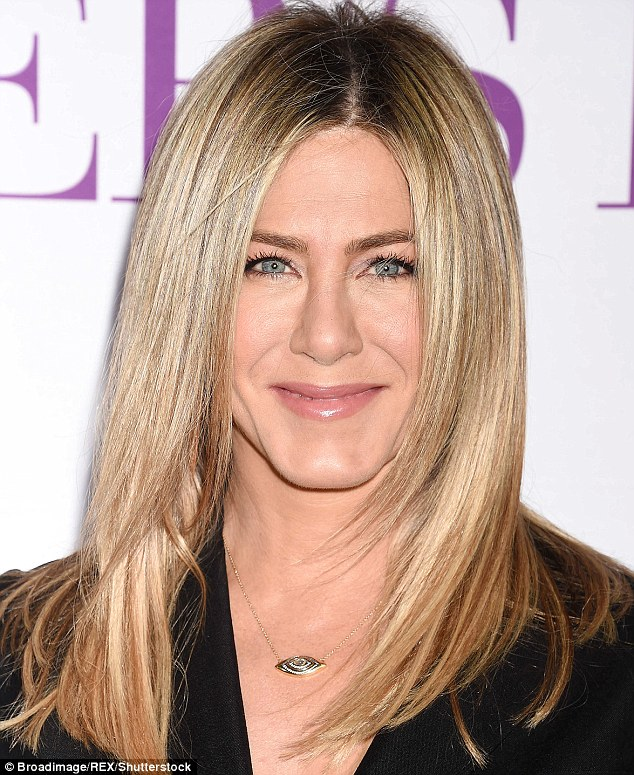 3920B31E00000578-3842210-Even_Jennifer_Aniston_s_Friends_would_struggle_to_tell_these_pic-m-43_1476686024352