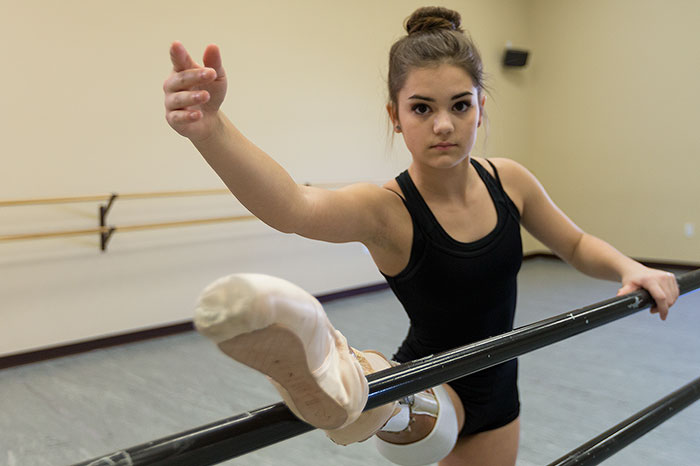 take-a-look-at-the-amazing-recovery-of-the-15-year-old-amputee-ballerina-who-lost-her-leg-to-cancer-4