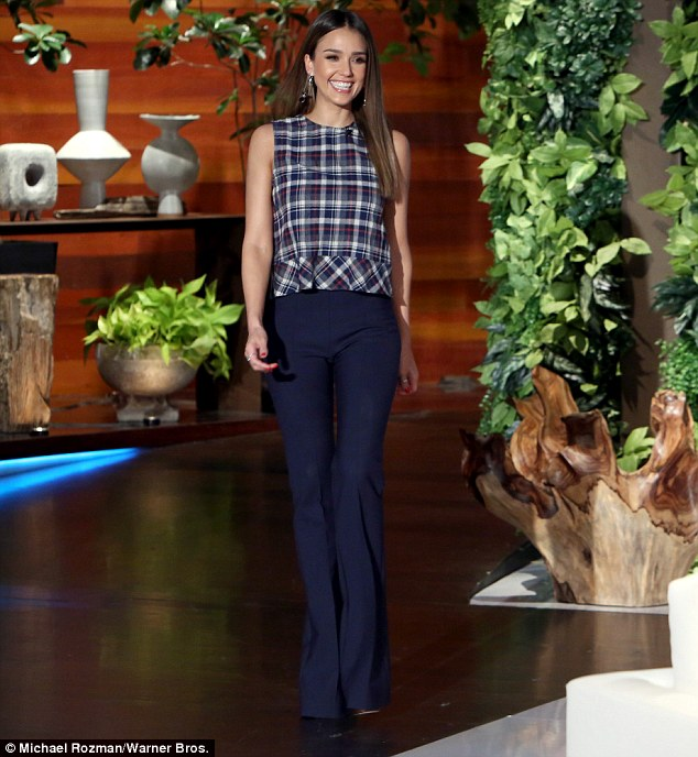 3A22638500000578-3912162-Unreal_Jessica_Alba_35_told_Ellen_DeGeneres_that_she_doesn_t_go_-m-38_1478502094801