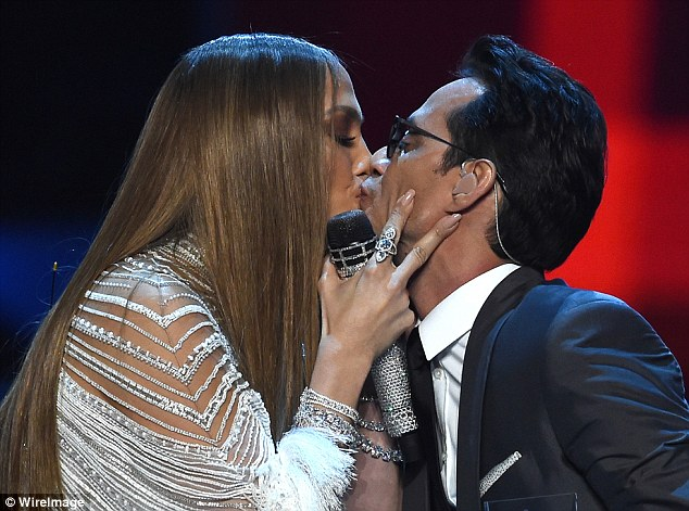 3A7FEF4E00000578-3948438-Kiss_me_quick_Jennifer_surprised_guests_at_the_17th_annual_Latin-a-3_1479454697820