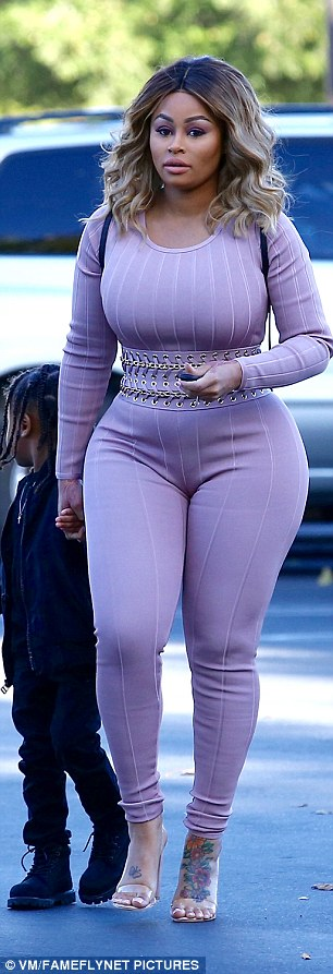 3ACFC8F700000578-3977282-21_pounds_down_The_mum_of_two_was_clad_in_a_form_fitting_pink_bo-m-19_1480326758311