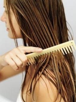 Egg-and-castor-oil-hair-treatment