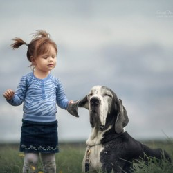 little-kids-big-dogs-photography-andy-seliverstoff-11-584fa9136ae88__880.jpg