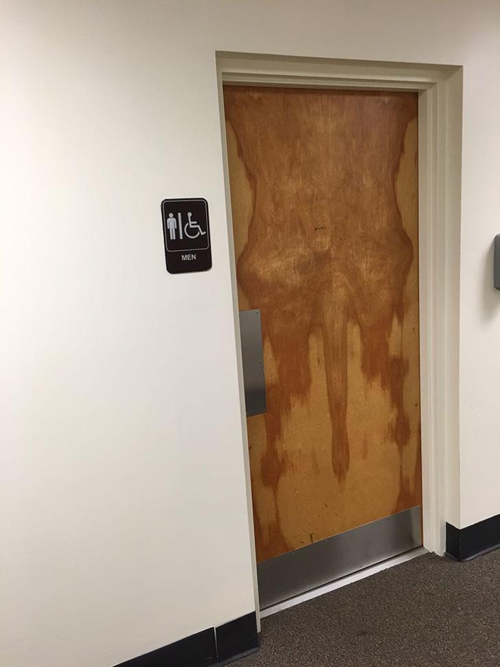 tgok8-door-funny-bathroom-wood-male