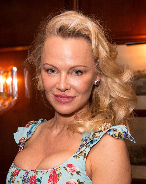 pamela-anderson-face-unrecognizeable-surgery-ftr